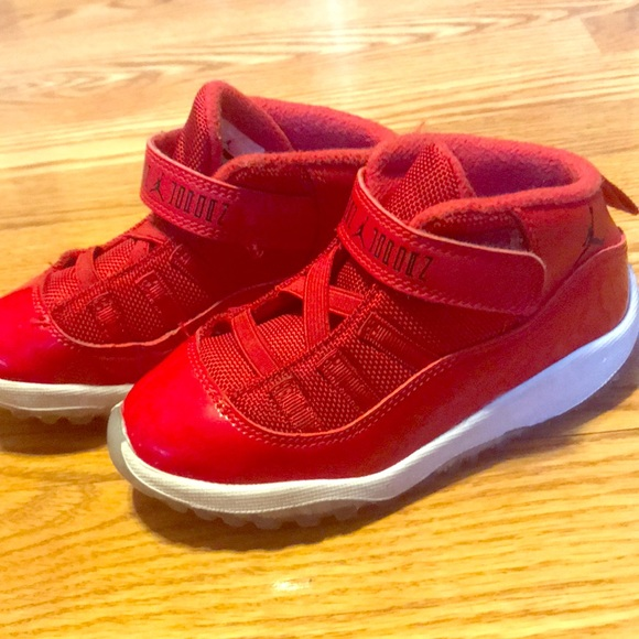 size 40 af7b8 7bae3 Kids Retro 11s red size 10c (no box)